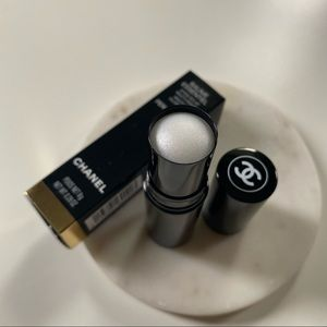 Chanel Baume Essential (Perlescent)